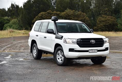 land cruiser toyota 2016 2016 toyota landcruiser gx review video performancedrive