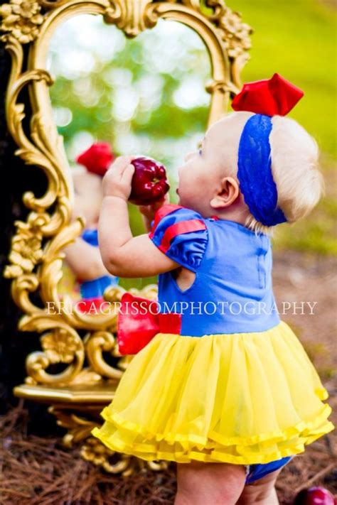 themes snow white story baby girl birthday photo baby and girl birthday on pinterest