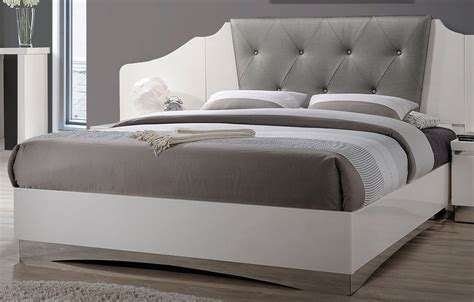 white platform bed queen alessandro glossy white queen platform bed 205001q coaster furniture