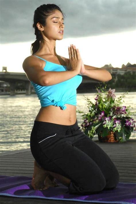 hollywood celebrities doing yoga ileana d cruz doing yoga red hot beautiful indian