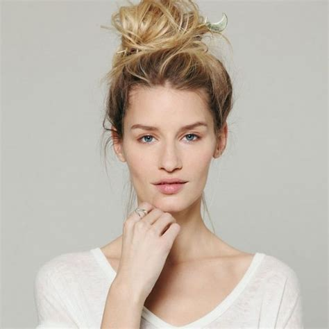 Hairstyles Accessories Bun Machine by Accessorizing Your Hair Bun Styles Be Modish