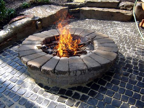 How To Build A Round Stone Fire Pit How Tos Diy Build Firepit