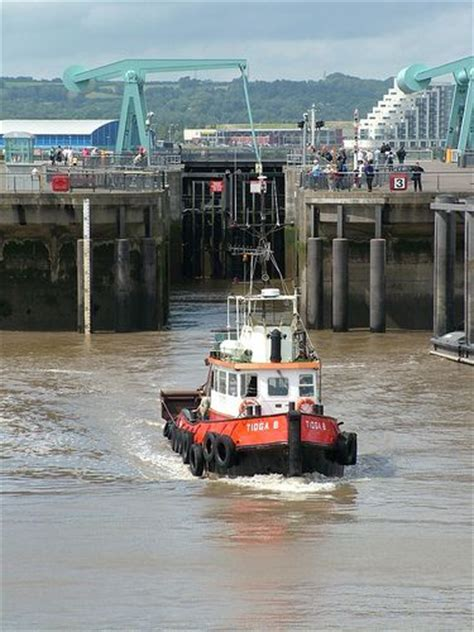 tugboat mate jobs 122 best new york tugboats and barges images on pinterest