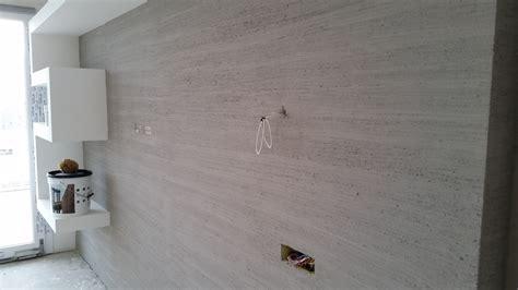 mensole su cartongesso parete decorata effetto striato e mensola in cartongesso