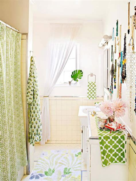 Bathroom Decor For Renters 10 Landlord Friendly Decorating Ideas For Renters