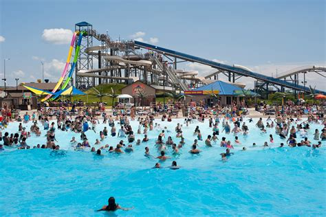 parks nearby water parks near chicago for waterslides and zero depth pools