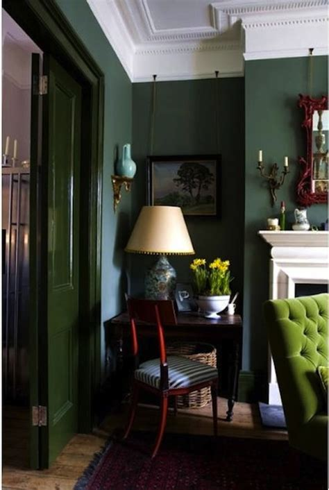 dark green living room dark green walls on pinterest forest green bedrooms