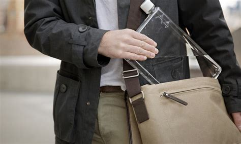 Botol Minum A5 Botol Gepeng Botol Kekinian 10 travel gadget kekinian untuk traveler millenial