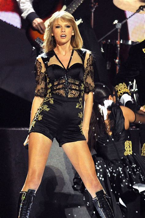 taylor swift admits  knew   trouble performance
