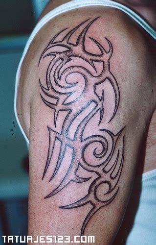 imagenes tatuajes hombro para hombres imagenes y videos de tatuajes en el hombro