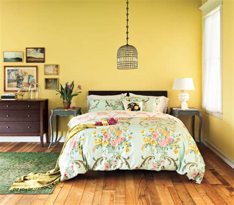 decorating ideas for bedrooms with yellow walls cozy country getaway 5 decorating ideas for bedrooms