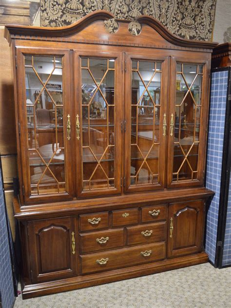 Thomasville 2 Piece Traditional Style Cherry China Cabinet   eBay