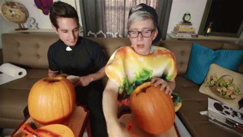 yolo gif tyleroakley pumpkincarving discover share gifs