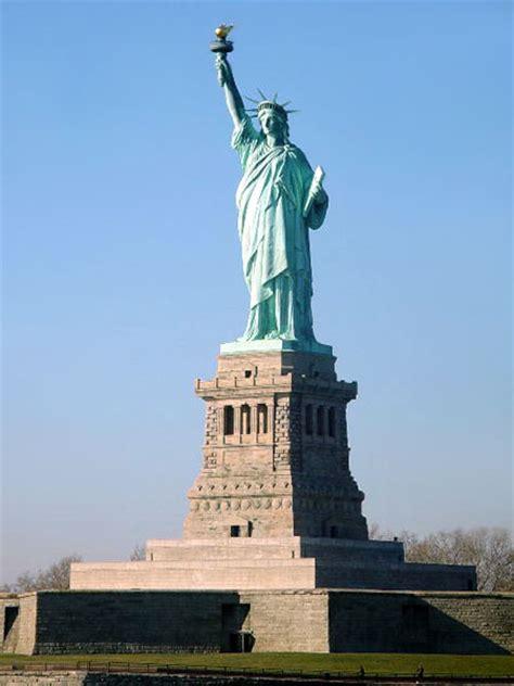 piedistallo statua della libert accadde oggi nel 1886 venne inaugurata la statua della