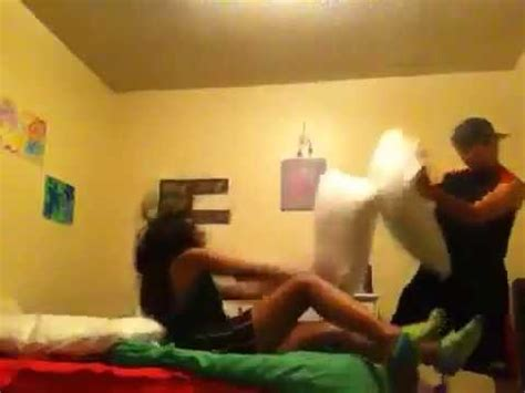how to a pillow fight pillow fight with gf
