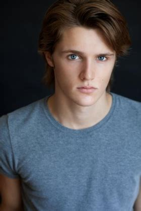Película: The Lodgers (2017) - Los Inquilinos ... Eugene Simon 2017