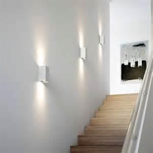 treppenaufgang beleuchtung flur treppenhaus licht im haus osram