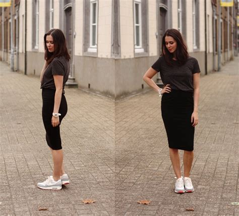 Flat Shoes Kuncir 7 gaya cantik dengan rok ini bakal bikin kamu rela pakai rok sehari hari