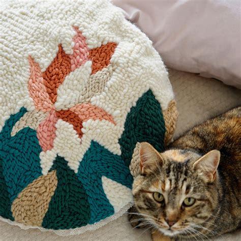 cuscino ricamato cuscino ricamato con ricamo cuscino fai da te di julie