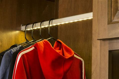 how led closets light temperatures affect clothing color
