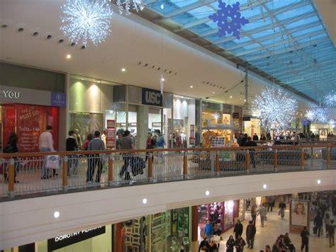 christmas shopping 169 logomachy cc by sa 2 0 geograph