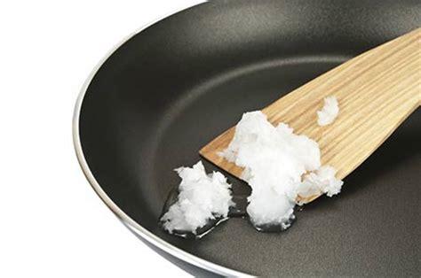 huile coco cuisine huile de coco la surprenante v 233 rit 233 sur la sant 233 et pour