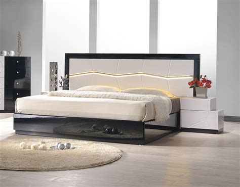 lacquered refined quality platform and headboard bed