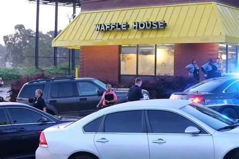 waffle house fulton industrial photos deadly shooting at waffle house