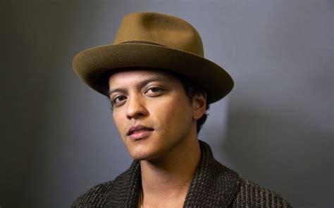 bruno mars biography en ingles resumida top 10 hottest male singers in the world 2018 world s