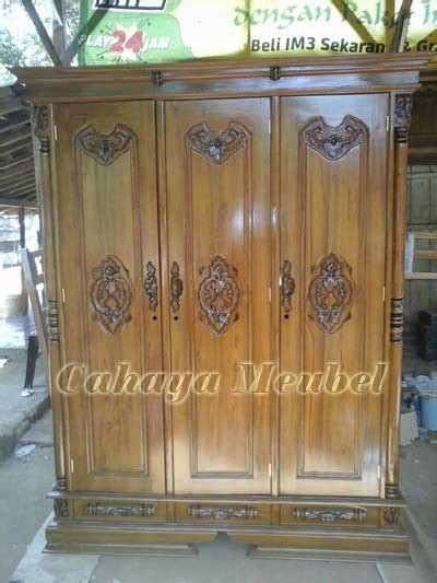 Lemari Peluru Jati Jepara lemari pakaian 3 pintu peluru jati lemari pakaian murah cahaya mebel jepara