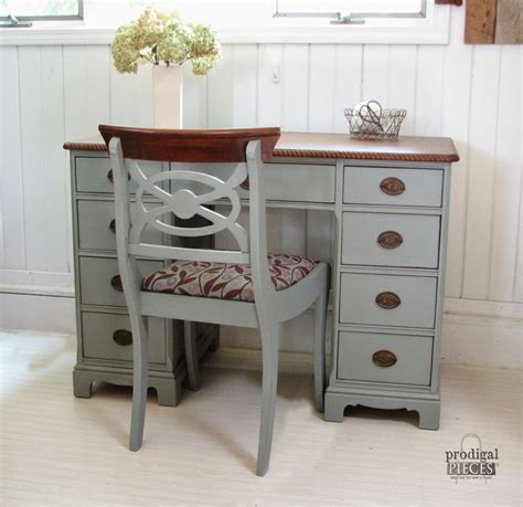 Diy Painted Desk Best 25 Antique Desk Ideas On Antique Writing Desk Vintage Writing Desk And