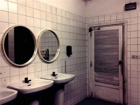 scary movie bathroom scene horror movie bathroom scene the visit watch terrifying trailer for m night shyamalan