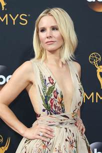 kristen bell kristen bell s nice 2016 emmy dress could have used better