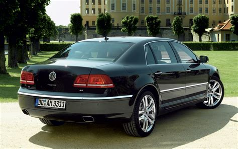 volkswagen phaeton 2011 volkswagen phaeton rear three quarter photo 1
