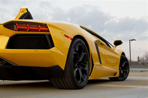 How Fast Is The Lamborghini Aventador Lamborghini Aventador Fast Cars