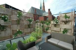 garten sichtschutz blumenkasten 26 ideen f 252 r balkon sichtschutz verschiedene