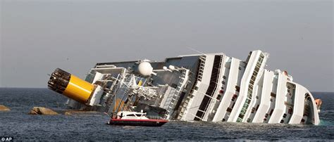 titanic vs big boat costa concordia accident pictures of cruise ship sinking