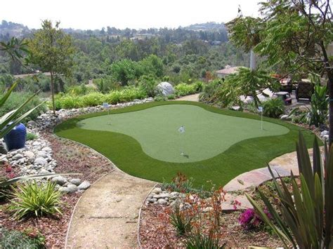 Backyard Greens by Best 25 Backyard Putting Green Ideas On