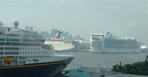 biggest cruise ships in the world list top ten cruise ships in the world fitbudha