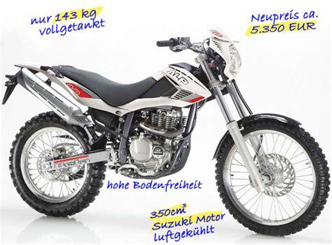 Leichte Enduro Motorräder by Enduros Und Motorr 228 Der Zum Endurowandern Mit Zelt Und