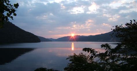 boat rentals near knoxville tn chilhowee lake in tennessee at the foothills parkway