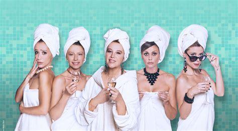 donne nel bagno nel quot bagno quot delle sandrelli esplode l universo femminile