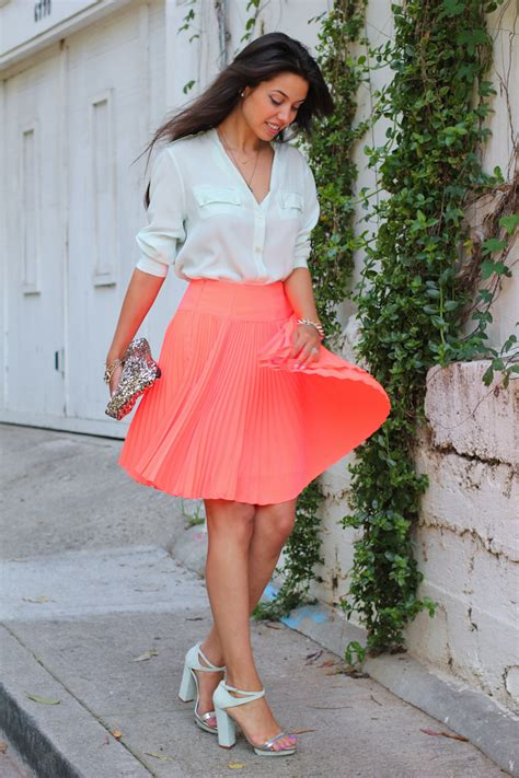 what to wear with pleated skirts that will make it look