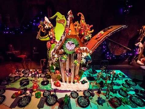 haunted house disneyland disney s haunted mansion gingerbread house is swarming with creepy crawlies food