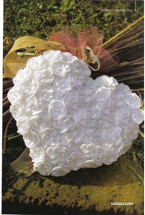 cuscino cuore uncinetto cuscino portafedi cuore fiorellini 1 magiedifilo it