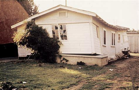 earthquake house house damaged by earthquake images