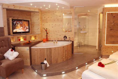 hotelzimmer mit kamin und whirlpool bayerischer wald hotel mit whirlpool im zimmer bayern