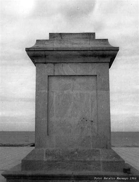 el pedestal de las estatuas g 233 nesis monumento a brown