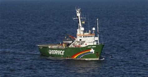Carta Poster Kapal Selam garda pantai rusia naik ke kapal greenpeace basec