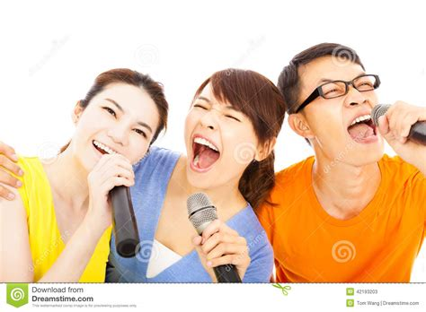 imagenes gente feliz happy asian young group having fun singing with karaoke